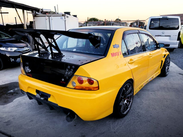 REAR EXTERIOR OF EVO8 GSR.