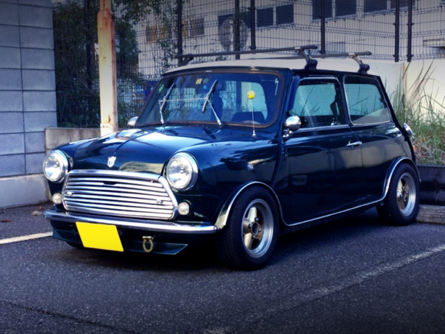 FRONT EXTERIOR OF CLASSIC MINI TO GREEN.