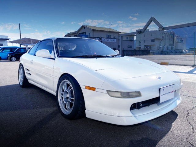 FRONT EXTERIOR OF SW20 MR2.