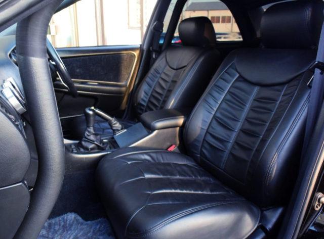 INTERIOR BLACK LEATHER SEATS.