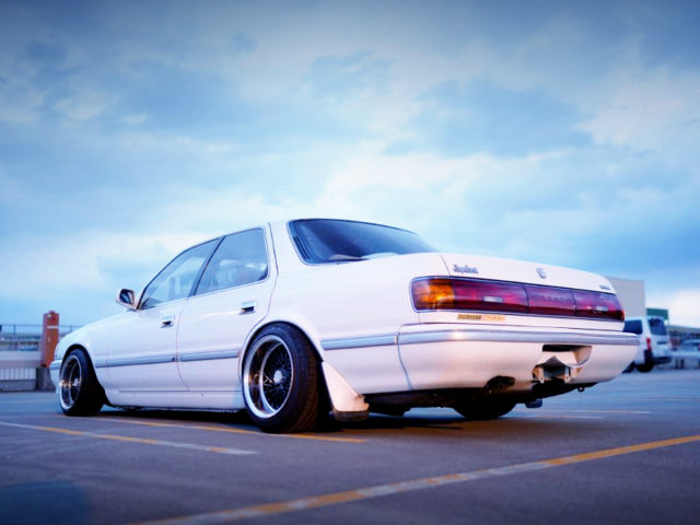 REAR EXTERIOR OF JZX81 CRESTA TO WHITE.