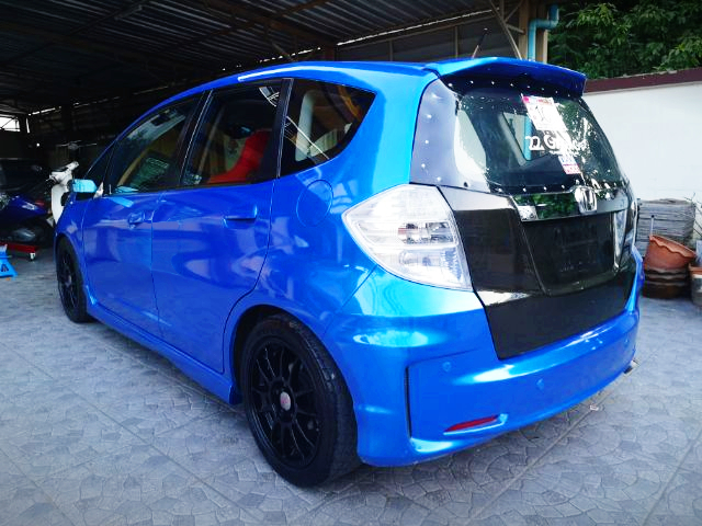REAR EXTERIOR OF GE HONDA JAZZ TO BLUE PAINT.