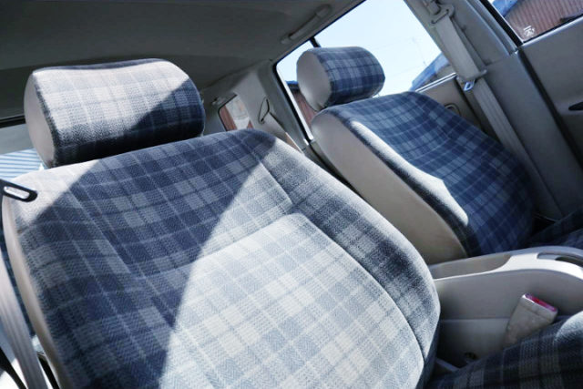 INTERIOR GENUINE SEATS.