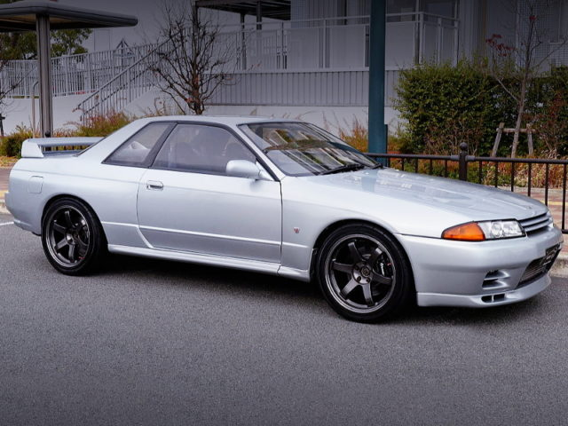 FRONT SIDE EXTERIOR OF R32 GT-R.