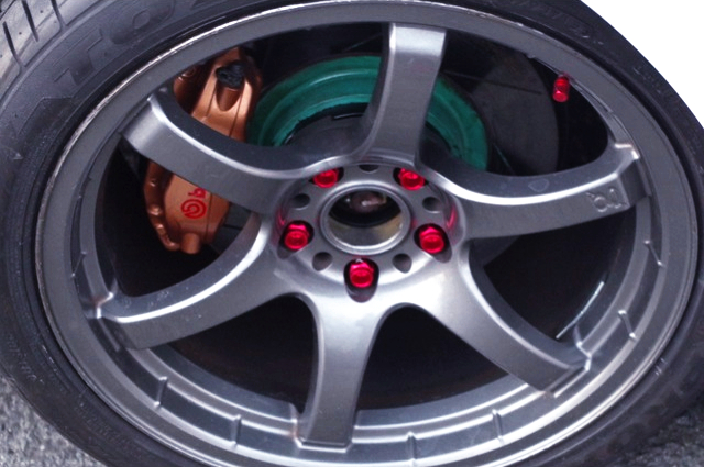 GRAM LIGHTS 18-inch WHEEL AND Brembo CALIPER.