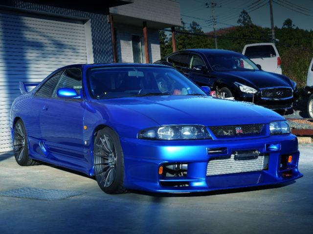 FRONT EXTERIOR OF R33 GT-R V-SPEC BAYSIDE BLUE.