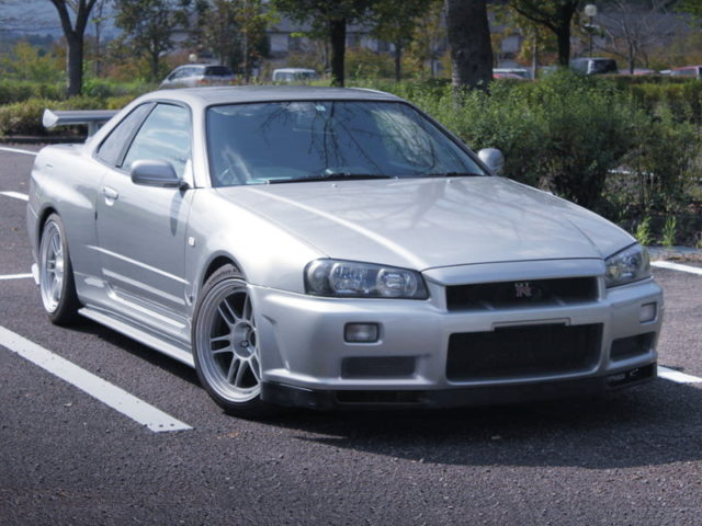 FRONT EXTERIOR OF R34 GT-R SILVER.