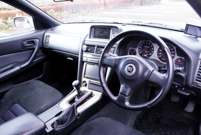 INTERIOR OF R34 GT-R SILVER.