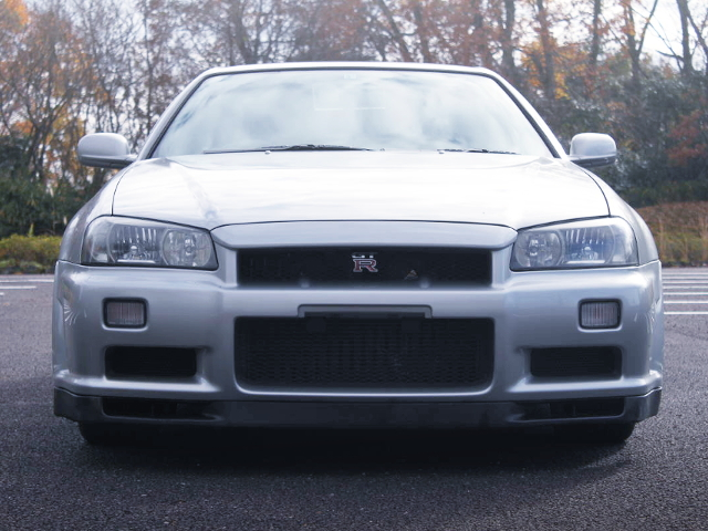 FRONT FACE OF R34 GT-R SILVER.