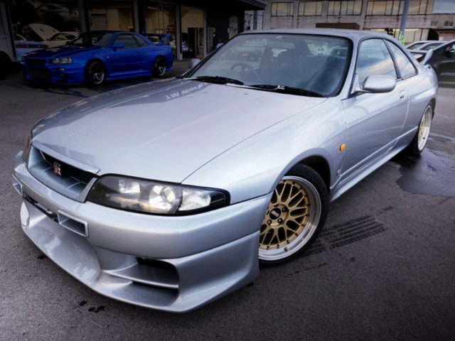FRONT EXTERIOR OF R33 GT-R TO SILVER.