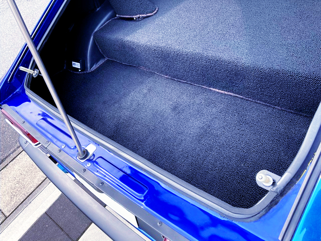 LUGGAGE SPACE OF S30Z.