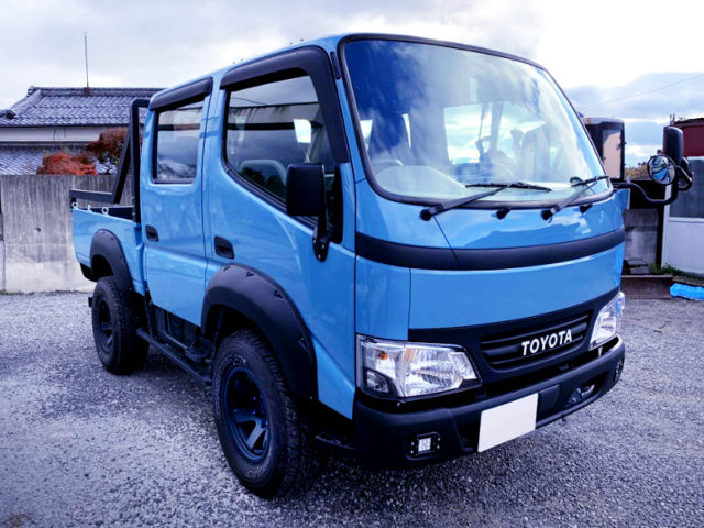 FRONT EXTERIOR OF TRY220 ToyoAce DOUBLE CAB.