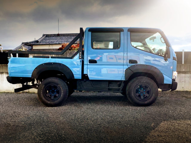RIGHT-SIDE EXTERIOR OF TRY220 ToyoAce DOUBLE CAB.