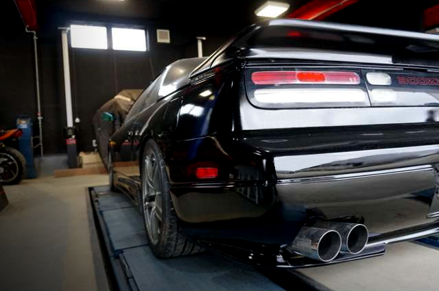 REAR LEFT-SIDE EXTERIOR OF GCZ32 300ZX.