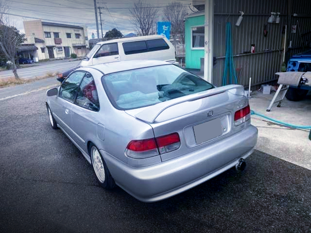 REAR EXTERIOR OF 2nd Gen CIVIC COUPE to SILVER.