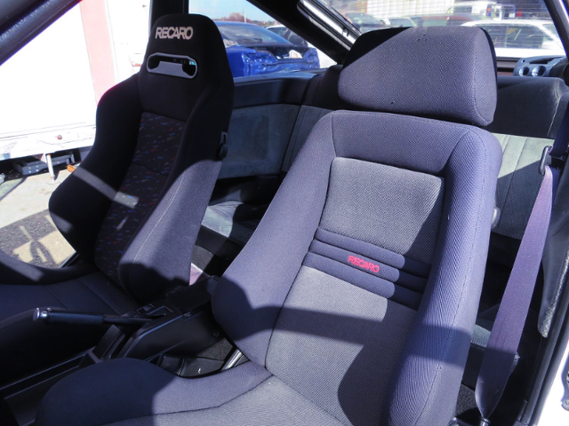 DRIVER'S BRIDE SEMIBUCKET SEAT.
