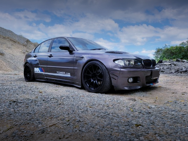 FRONT SIDE EXTERIOR OF BMW 3-SERIES E46 SEDAN WIDEBODY.