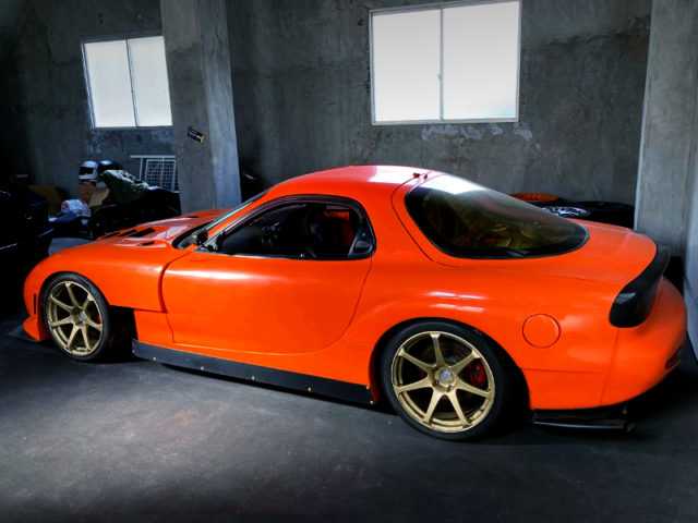 REAR EXTERIOR OF FD3S RX-7 to ORANGE.