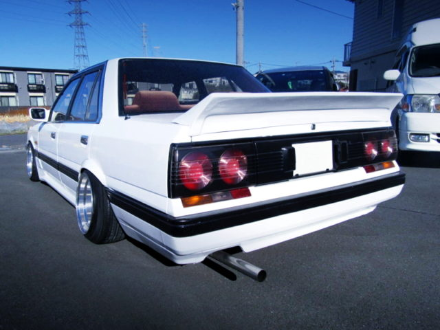 REAR EXTERIOR OF 7th Gen HR31 SKYLINE PASSAGE to WHITE.