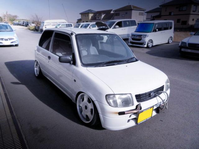 FRONT EXTERIOR OF L700V DAIHATSU MIRA.