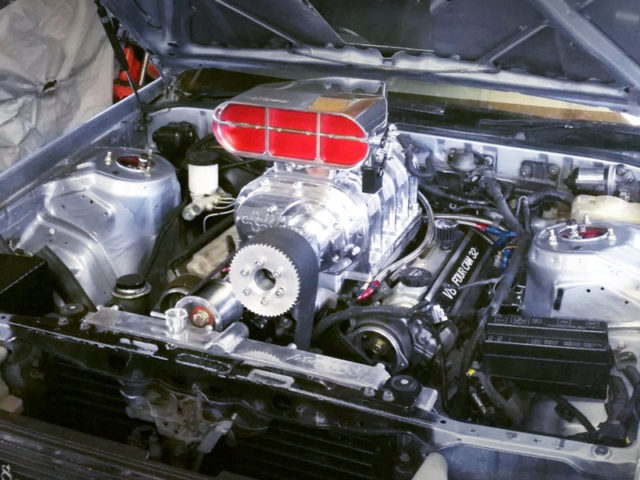 1UZ-FE V8 ENGINE with ROOTS TYPE SUPERCHARGER.