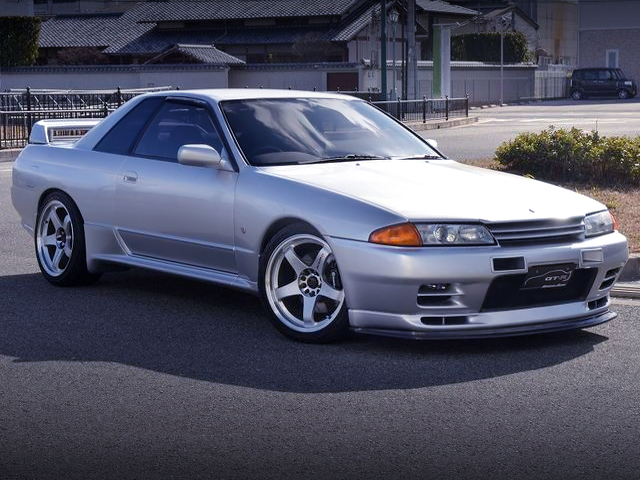 FRONT EXTERIOR OF R32 GT-R to SILVER.