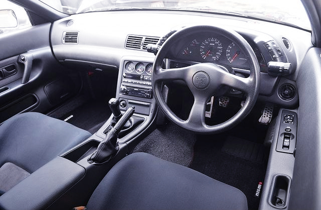 DASHBOARD OF R32 GT-R V-SPEC.