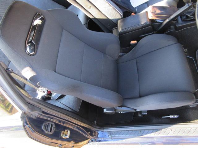 DRIVER'S SEMI BUCKET SEAT.