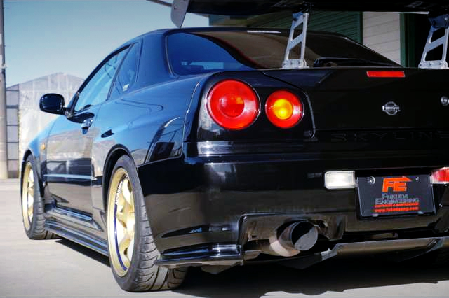 REAR SIDE EXTERIOR OF R34 GT-R V-SPEC.