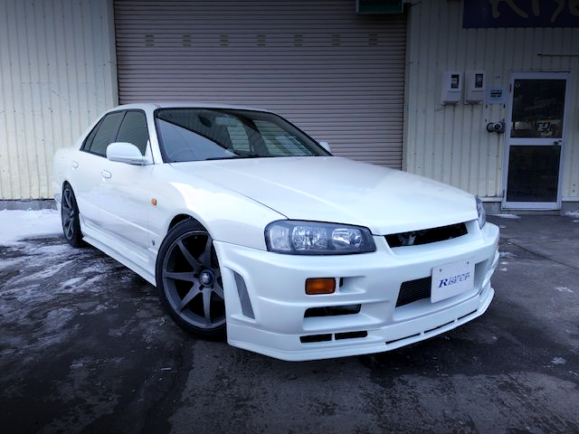 FRONT EXTERIOR OF R34 SKYLINE 4-DOOR to PEARL WHITE.
