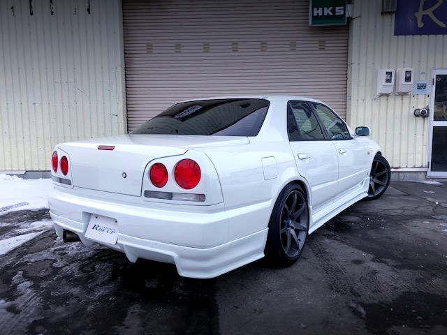 REAR EXTERIOR OF R34 SKYLINE 4-DOOR to PEARL WHITE.
