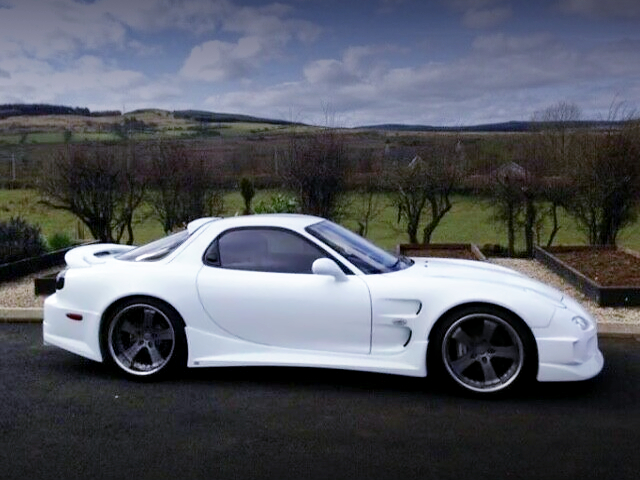 RIGHT SIDE EXTERIOR OF FD3S RX-7 WIDEBODY.