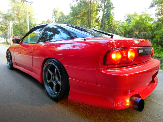 REAR EXTERIOR OF 180SX to RED.