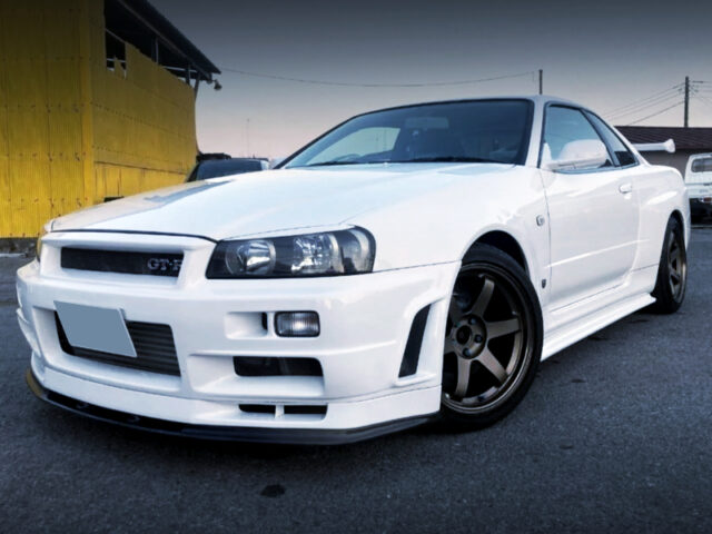 FRONT EXTERIOR OF R34 GT-R V-SPEC to WHITE.