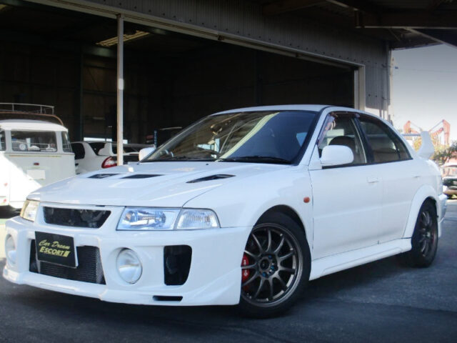 FRONT EXTERIOR OF EVO 5 GSR.