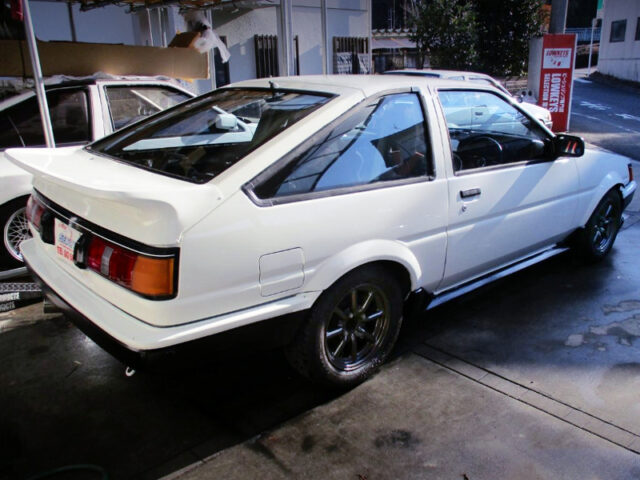 REAR EXTERIOR OF AE86 LEVIN GTV TO WHITE.