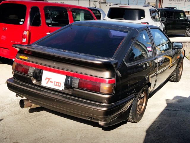REAR EXTERIOR OF AE86 LEVIN GTV BROWN METALLIC.