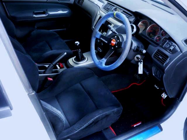 INTERIOR OF EVO 9 GT.