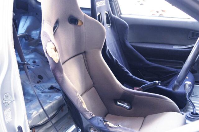 FULL BUCKET SEATS.
