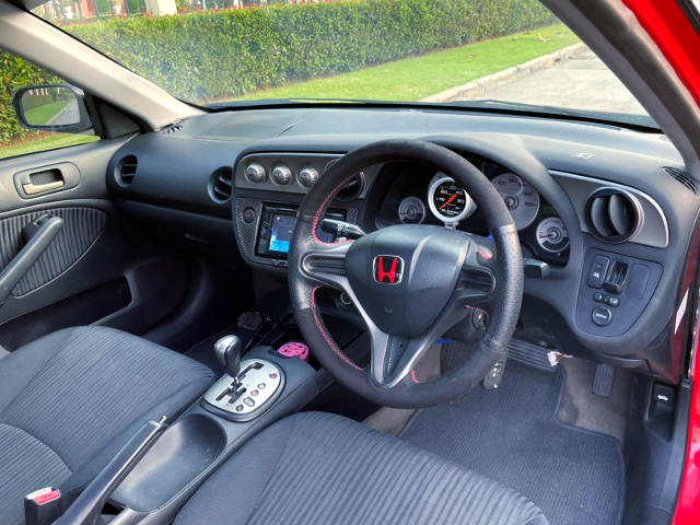 INTERIOR OF ES CIVIC 4-DOOR.