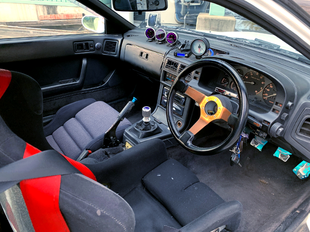 INTERIOR OF FC3S RX-7 WIDEBODY.
