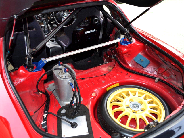 LUGGAGE SPACE OF FD3S RX-7.