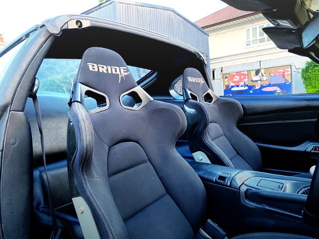 BRIDE SEMI BUCKET SEATS.