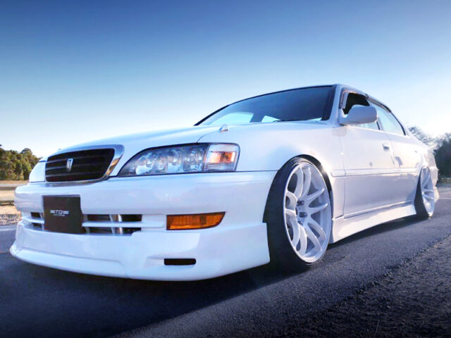 FRONT EXTERIOR OF JZX100 CRESTA ROULANT-S WHITE.