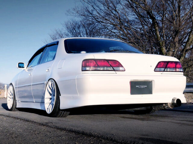 REAR EXTERIOR OF JZX100 CRESTA ROULANT-S WHITE.