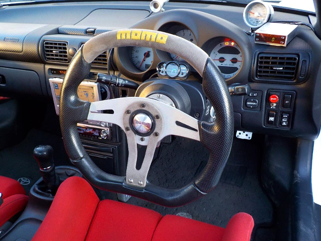 DASHBOARD and MOMO STEERING.