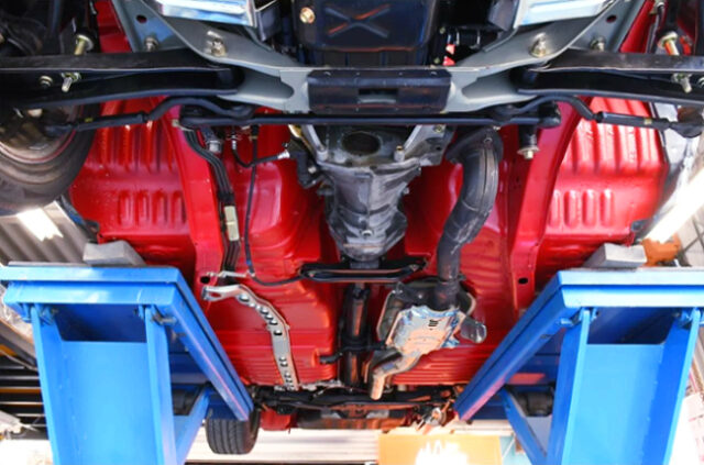 EXHAUST PIPE and TRANSMISSION of DR30 SKYLINE 4-DOOR.