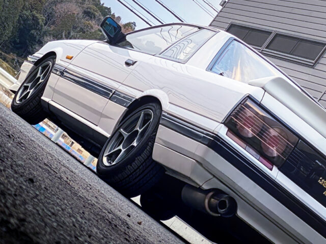 BACK SIDE EXTERIOR OF R31 SKYLINE 2-DOOR GTS-X to WHITE.