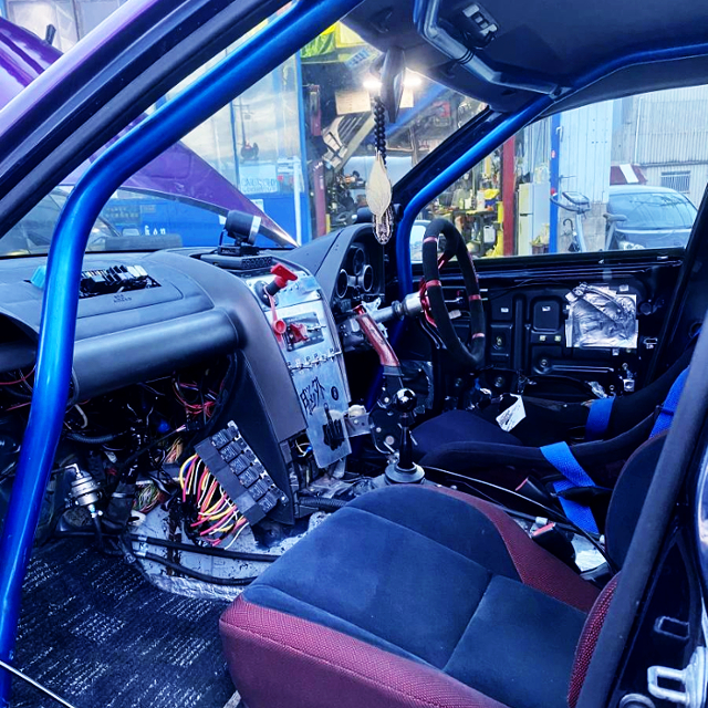 AVOID DASH ROLL CAGE.