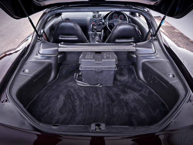 LUGGAGE SPACE OF VeilSide FORTUNE RX-7.
